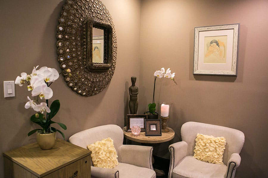 The Outpatient Hysterectomy Center of Los Angeles, Reception and Lobby